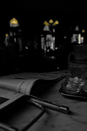 Hotel Schwarzreiter | Bar | 23 Uhr | Mann mit Hund